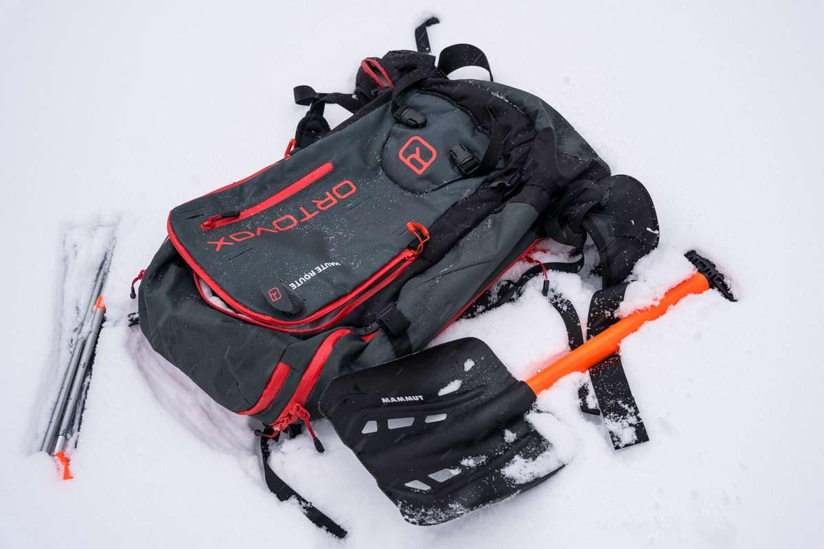 Schneeschuhwandern für Anfänger: welche Ausrüstung, außer den Schneeschuhen, benötigt man noch?