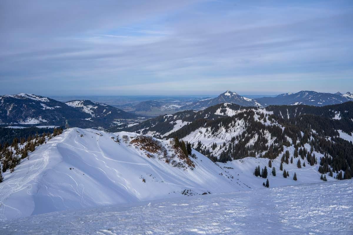 Der Ochsenkopf ist der benachbarte Gipfel vom Riedberger Horn