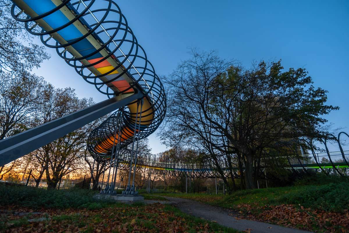 Slinky Springs to Fame Brücke von unten