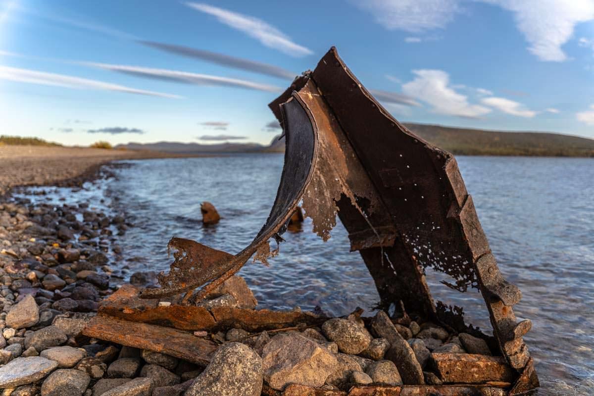Bootswrack bei Årrenjarka in Lappland