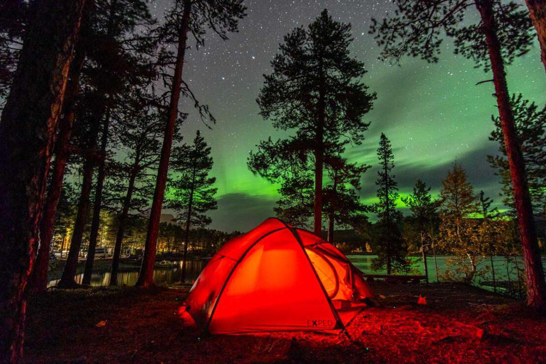 Camping unter Nordlichtern in Årrenjarka